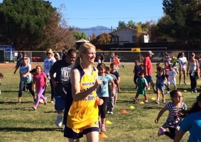 Crowd of adults and elementary student running and walking in the Santa Ynez School Fun Run.